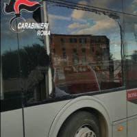 Roma, Tiburtina: blocca traffico e con pugni rompe vetri bus