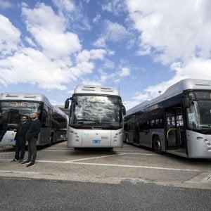 """Roma,  appena entrati in servizio e subito rimasti in panne. Il flop dei """"nuovi"""" filobus"""