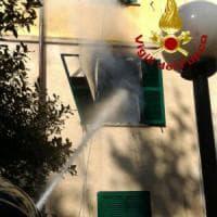 Roma, incendio in appartamento a San Paolo: anziana messa in salvo