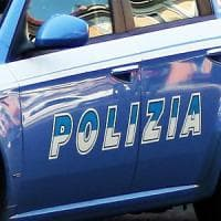 Roma, un anno di violenze ma la compagna non lo denuncia. Arrestato dalla polizia