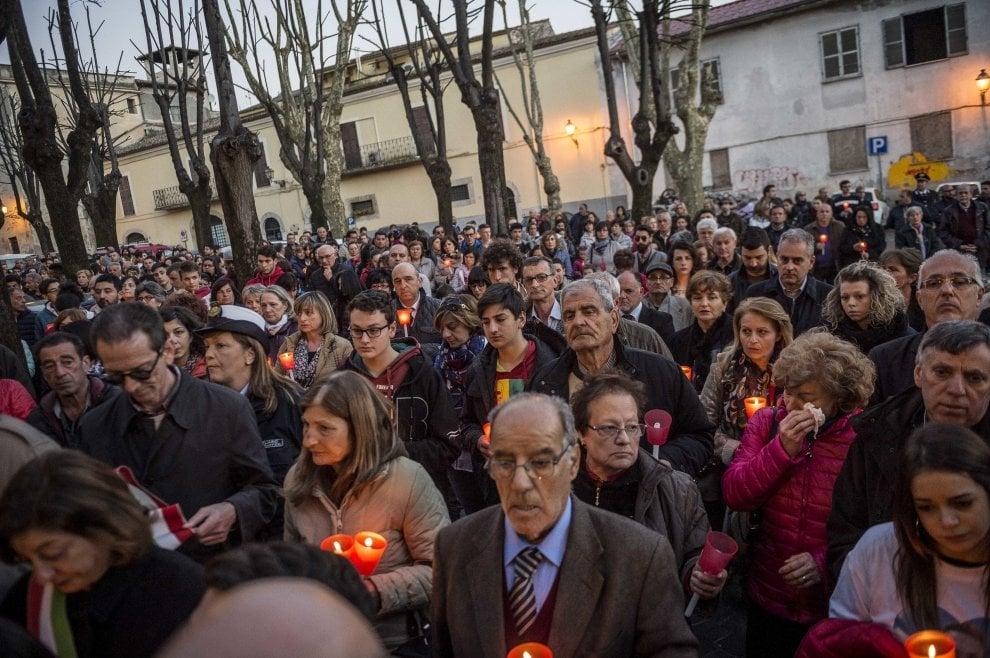 Omicidio Alatri, fiaccolata per Emanuele: paese stretto attorno a famiglia