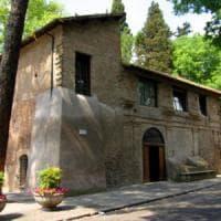 """Roma, Aventino e Caracalla, """"furti d'arancio"""": rubavano dalle auto degli invitati ai..."""