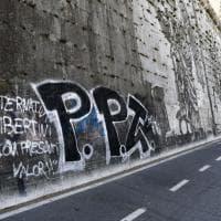 Roma, Lungotevere: imbrattato dai vandali il murales di Kentridge