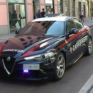 Roma, tenta di rapinare una donna con un paio di forbici a San Paolo: arrestata