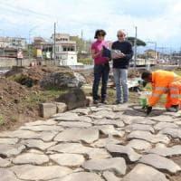 Roma,  i cantieri dell'Atac riportano alla luce l'antica via Labicana a Centocelle