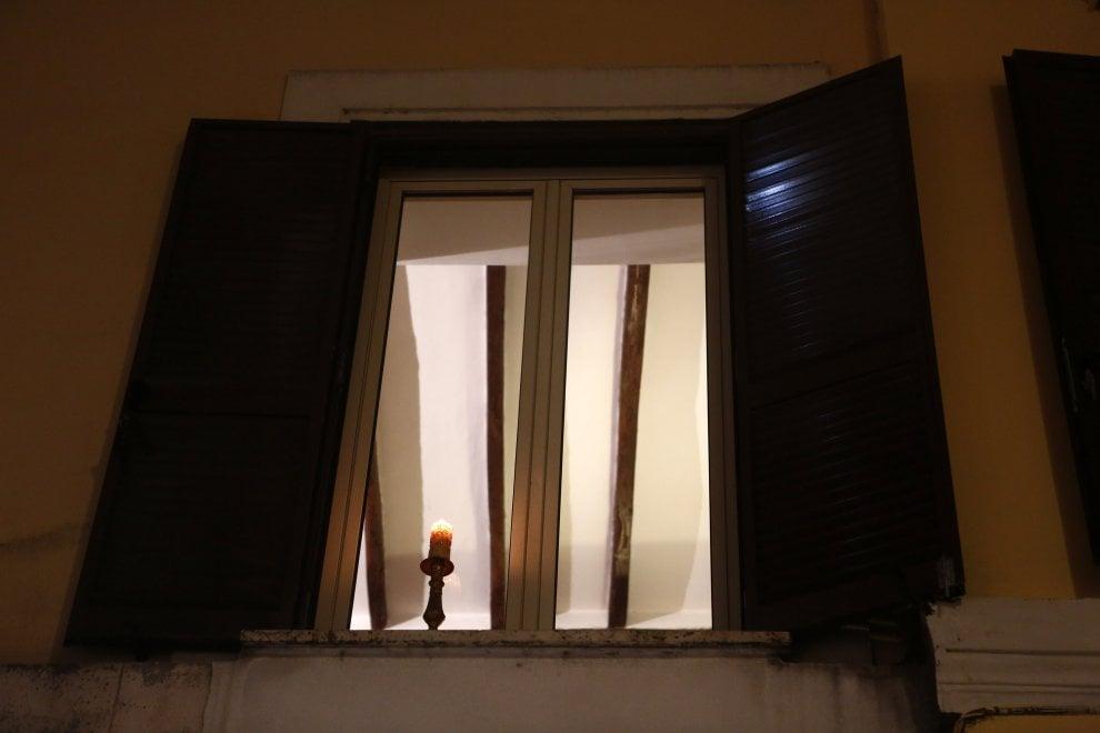 Roma la protesta delle candele a trastevere contro i led - Finestra su trastevere ...