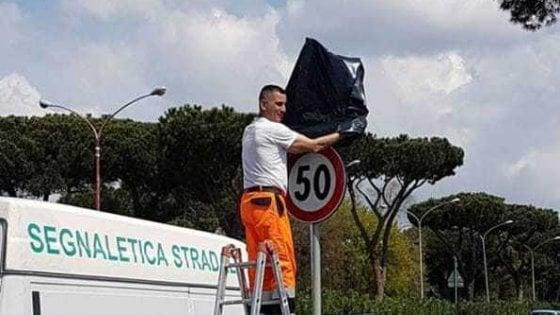 """Roma, pericolo buche sulla Colombo: """"incappucciato"""" il limite di velocità"""