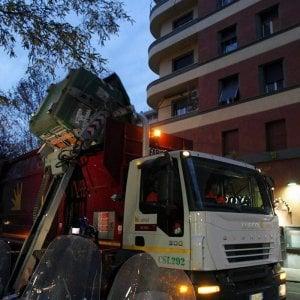Roma, Ama senza controllo: metà mezzi in panne, raccolta a singhiozzo e porta a porta a rilento