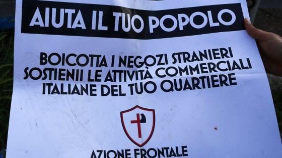 """""""Boicotta i negozi stranieri"""". Il marchio dei razzisti sulle saracinesche di Roma"""