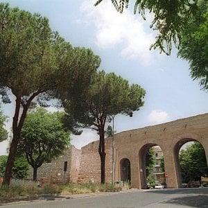 """Roma, ipotesi auto in centro col ticket: """"Ai romani 150 bonus, poi pagano anche loro"""""""