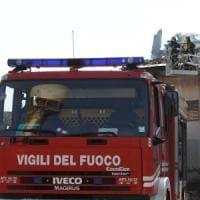 Roma, fiamme in uno stabile in via del Corso