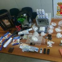 Roma, cocaina, hashish e munizioni in un seminterrato a San Basilio
