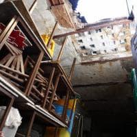 Roma, crolla solaio in zona Tuscolana: un uomo ferito