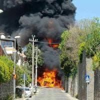 Paura ad Ariccia, in fiamme autocisterna che trasportava gasolio: 4 intossicati