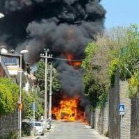 Roma, autocisterna va a fuoco ad Ariccia: quattro intossicati