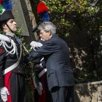 25 aprile, la commemorazione alle Fosse Ardeatine con Gentiloni, Zingaretti e Raggi