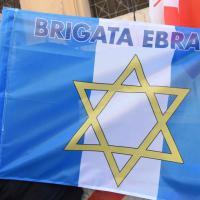 Roma, Bella ciao e l'inno di Mameli al sit in della Comunità ebraica per il 25 aprile