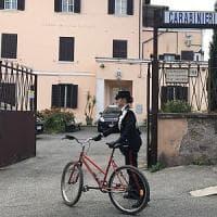Roma, scippava le donne e scappava in bicicletta: arrestato a Tor Sapienza