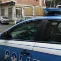 Roma, trascinata dietro i cassonetti e molestata a Castro Pretorio: un arresto