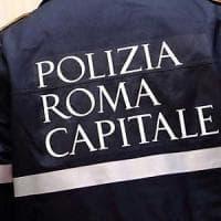 Roma, albero cade a Prati, ferita una donna