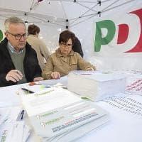 Roma, le primarie del Pd: due gazebo rubati e almeno 60mila votanti