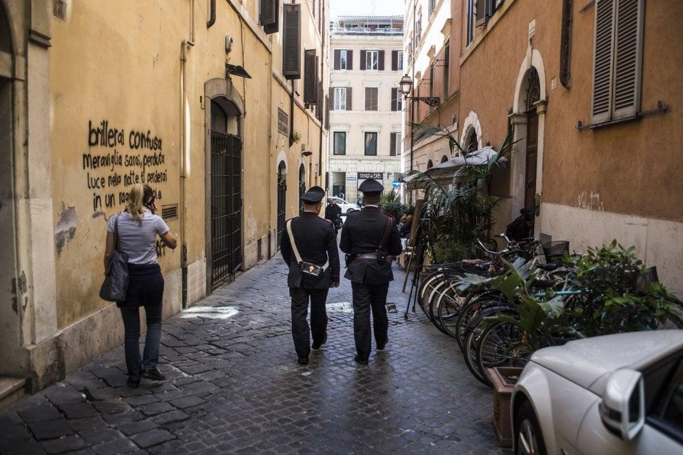 Roma, femminicidio nel centro storico: uccide la compagna e poi si costituisce