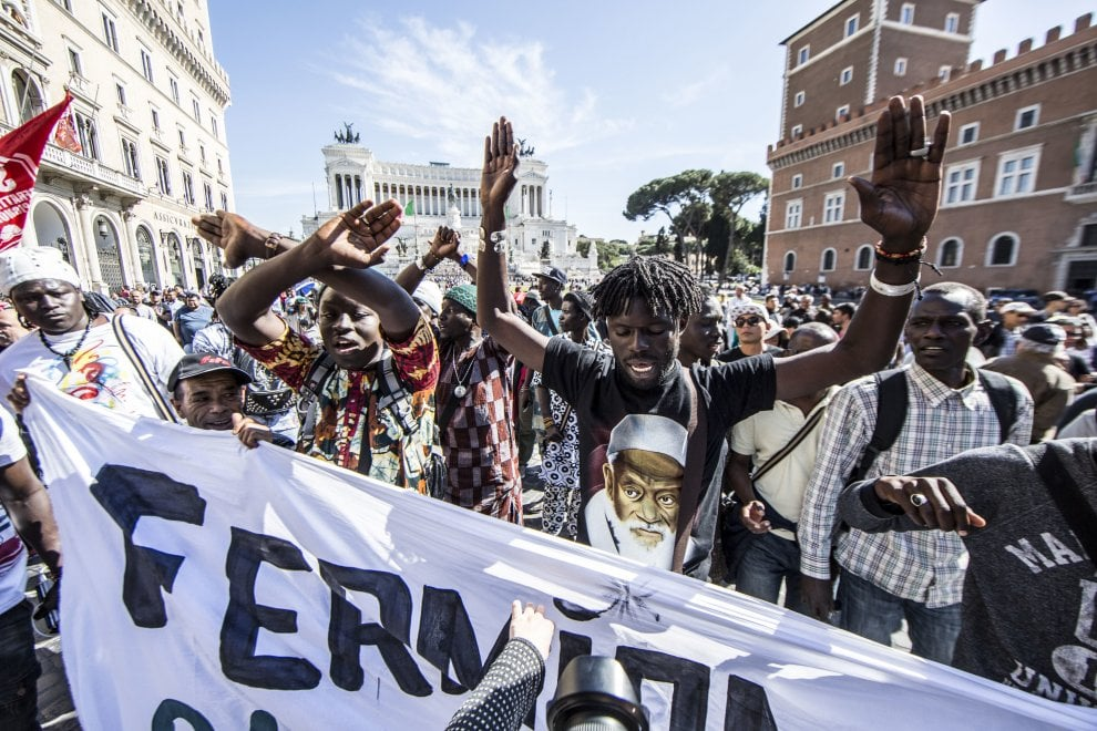 A Roma manifestazione di connazionali di Niang Maguette, migranti e movimenti diritto all'abitare