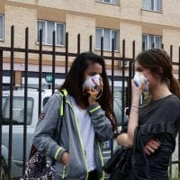 Incendio sulla Pontina, gli abitanti di Pomezia con le mascherine