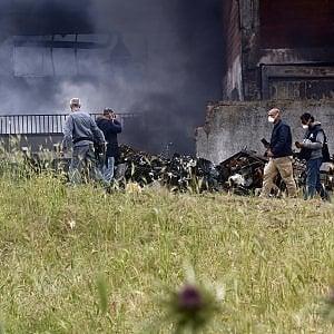 """Incendio Pomezia, azienda sotto sequestro: verifiche su diossina e amianto. Arpa: """"Valori Pm10 tre volte sopra la soglia di rischio"""""""