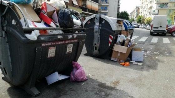 Rifiuti, Regione Lazio: 'Campidoglio vari misure urgenti'. Raggi: 'Zingaretti lavori'