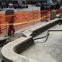 Roma, bus finisce contro fontana a San Pietro danneggiandola: autista contuso