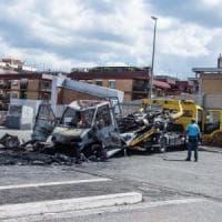 Roma, rogo camper: morte 3 sorelle rom.  La pista della vendetta interna. La vicinanza del Papa alla famiglia