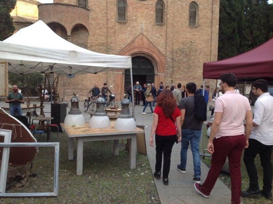 I lampioni  di Roma finiscono  al mercato di Bologna