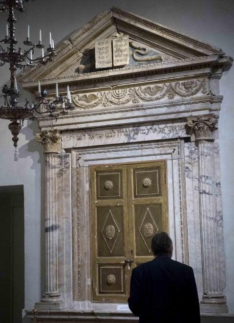 Roma, a San Pietro la storia della Menorà. Tra mito e rito
