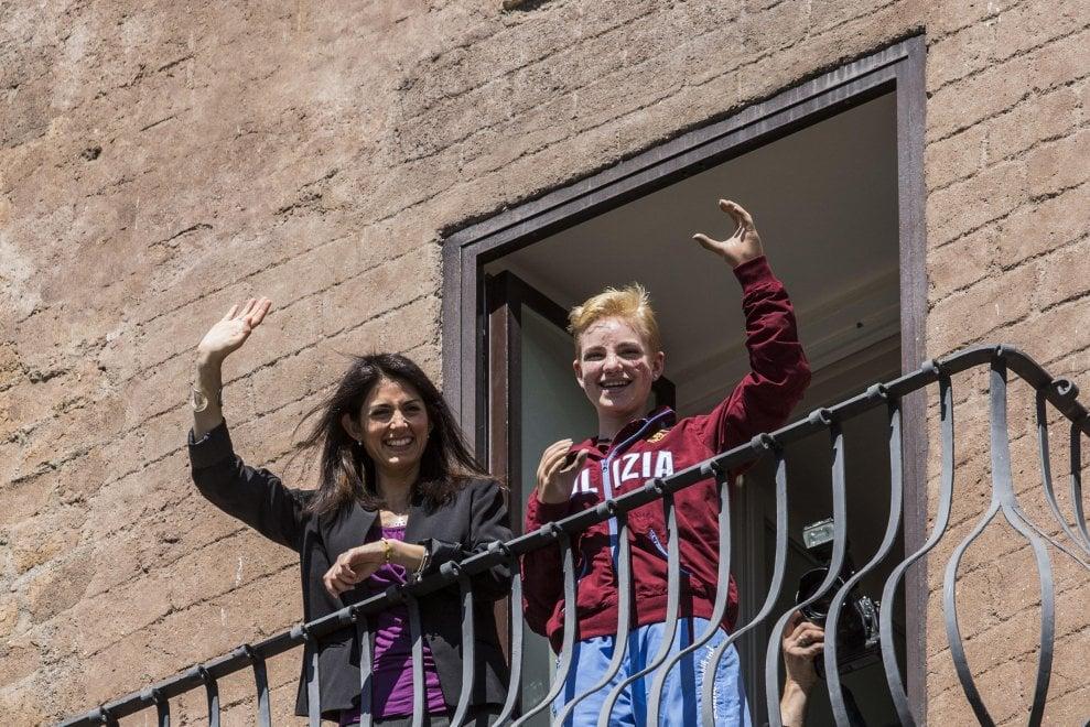 Bebe Vio premiata in Campidoglio, poi il saluto dal balcone affacciato sui Fori