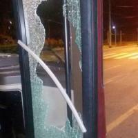 Roma, chiede informazioni al conducente e lancia un sasso contro il vetro bus Atac: illeso l'autista