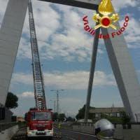 Roma-Fiumicino bloccata all'altezza Magliana per intonaci dal ponte