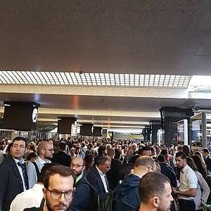 Stazione Termini, due ore di black out: un corto circuito ferma il traffico dei treni