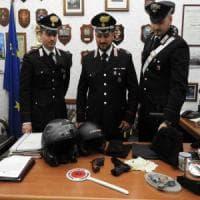 Roma, Cornelia, rapinatore di un supermercato nasconde casco e pistola tra la pasta: due arresti