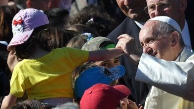 """Il Papa tra i bambini di Acilia: """"Da piccolo  ft  giocavo a calcio ma mi mettevano in porta"""""""