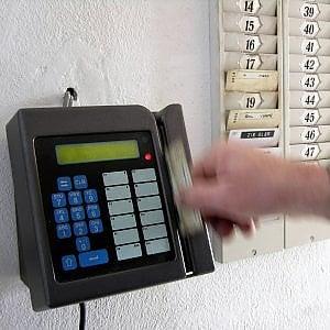 Roma, al bar in orario di lavoro: licenziata impiegata del Campidoglio