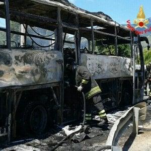 Latina, bus Cotral prende fuoco: nessun ferito