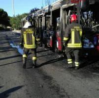 Roma, autobus in fiamme al capolinea Anagnina