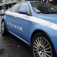 Roma, fa pipì sui sedili di un bus e tenta di aggredire passeggeri: arrestato