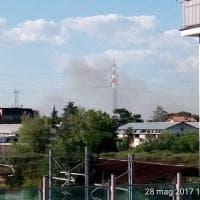 Roma, rifiuti in fiamme a Tor Cervara