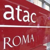 Roma, principio di incendio su un bus: fuoco spento dall'autista