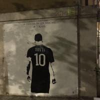 """A difesa di un amore eterno"": un murale per Totti a Porta Metronia"