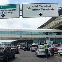 Roma, tenta di incendiare plastica nel bagno dell'aereo: ricoverato per accertamenti psichiatrici