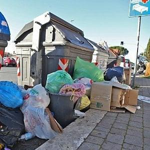 Roma, torna l'incubo rifiuti: l'impianto dei privati ora smaltisce a metà