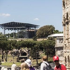 Roma, Nerone canta e balla in inglese: la platea resta vuota